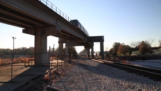elevated atlanta marta train - railway track stock videos & royalty-free footage