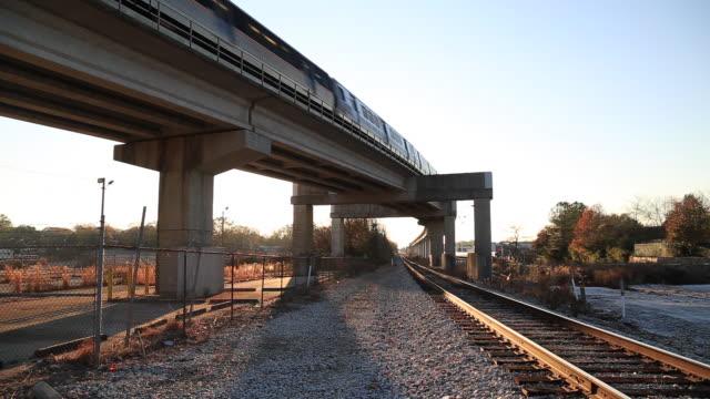 elevated atlanta subway train - railway track stock videos & royalty-free footage