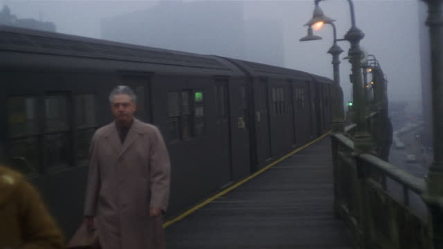 1966 montage elevated ny subway train arriving at platform and passengers disembarking / manhattan, new york - 以前の点の映像素材/bロール