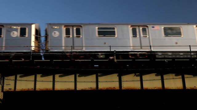elevated subway 7 train in queens - högbana bildbanksvideor och videomaterial från bakom kulisserna