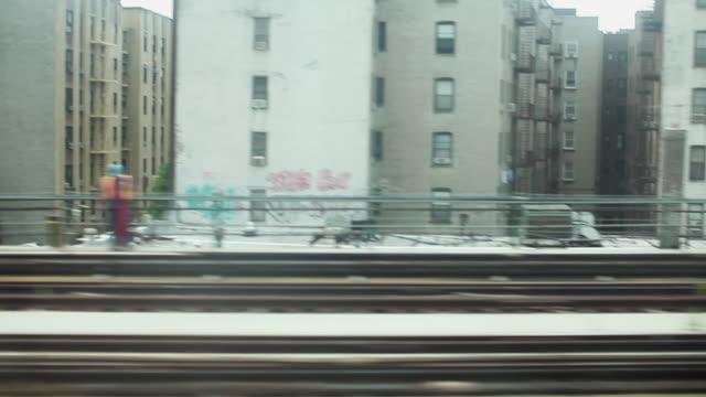 förhöjd tunneltåg i new york city - högbana bildbanksvideor och videomaterial från bakom kulisserna
