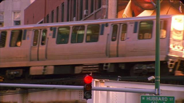cu, la, elevated train, chicago, illinois, usa  - chicago elevated stock-videos und b-roll-filmmaterial