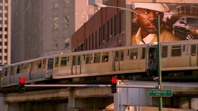 ms, pan, elevated train, chicago, illinois, usa  - chicago elevated stock-videos und b-roll-filmmaterial