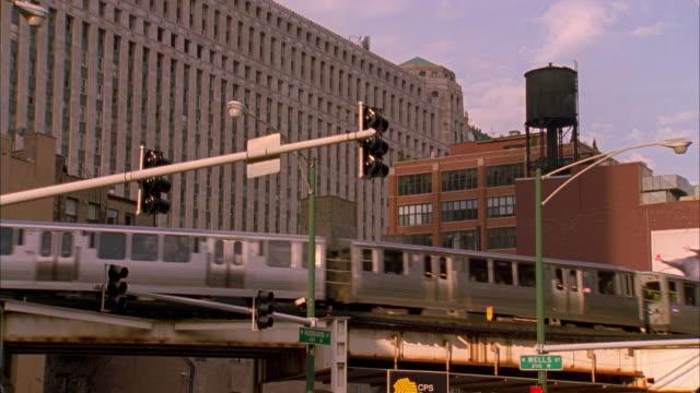 ma, la, elevated train, chicago, illinois, usa, ms  - chicago elevated stock-videos und b-roll-filmmaterial