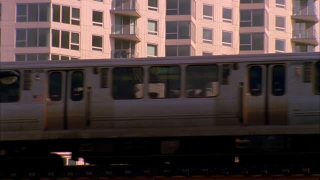 cu, la, elevated train, chicago, illinois, usa  - elevated train stock videos & royalty-free footage