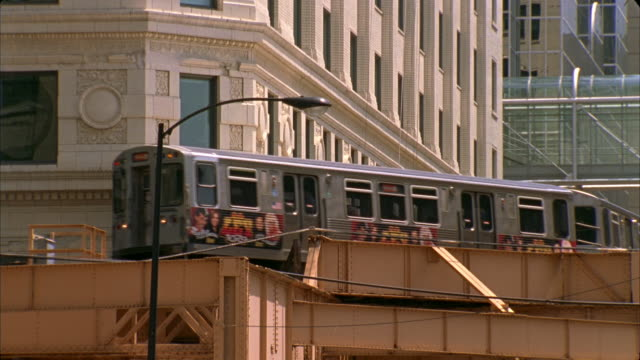 cu, elevated train, chicago, illinois, usa  - establishing shot stock videos & royalty-free footage