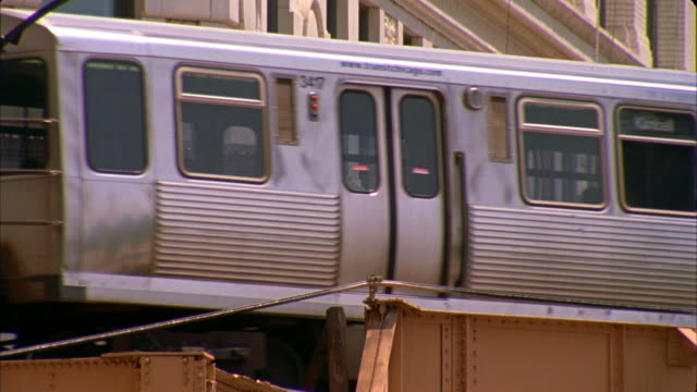 cu, elevated train, chicago, illinois, usa  - elevated train stock videos & royalty-free footage
