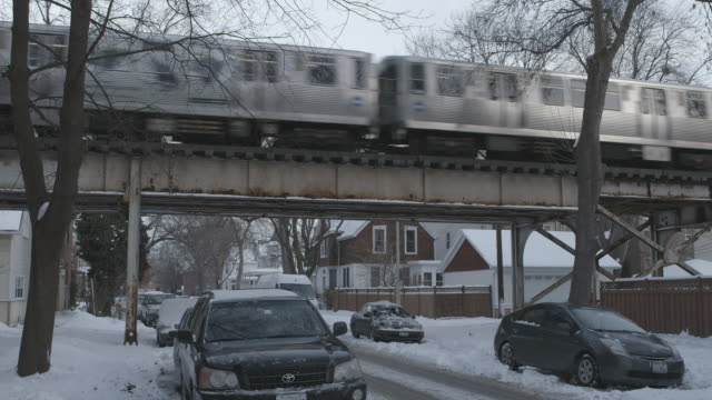 ws elevated train crossing in residential neighborhood in winter - chicago 'l' stock videos and b-roll footage