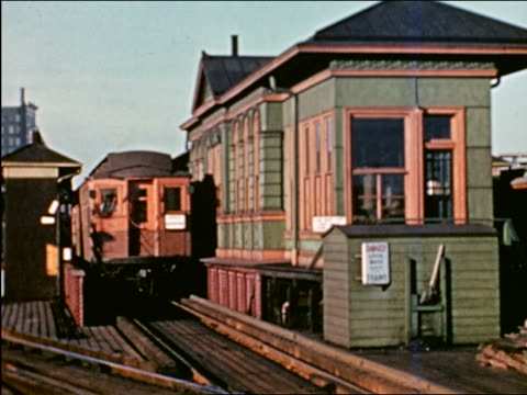 vidéos et rushes de 1941 elevated train pulling past station / chicago / industrial - prelinger archive