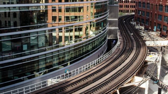elevated train through buildings in chicago - chicago elevated stock-videos und b-roll-filmmaterial