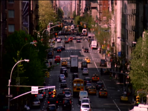 elevated view from roosevelt island tramway of traffic on 59th street, new york, usa - unknown gender stock videos & royalty-free footage