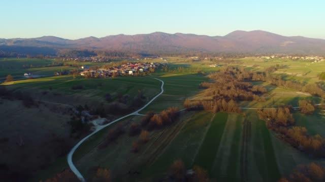 förhöjd utsikt över en landsväg och bergs ryggen vid solnedgången - slovenien bildbanksvideor och videomaterial från bakom kulisserna