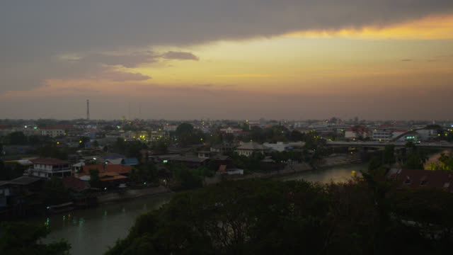 elevated view of ayutthaya town at sunset - アユタヤ県点の映像素材/bロール