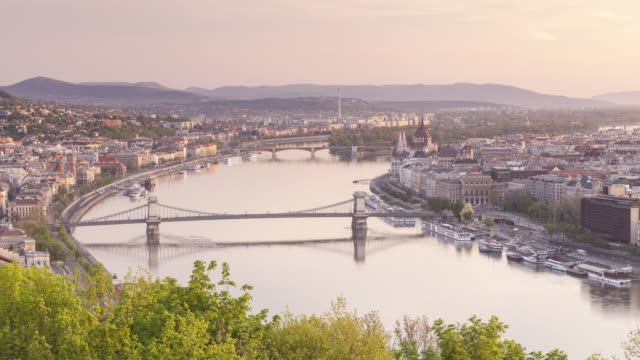 elevated view of budapest from gellert hill at sunrise. - széchenyi chain bridge stock videos and b-roll footage
