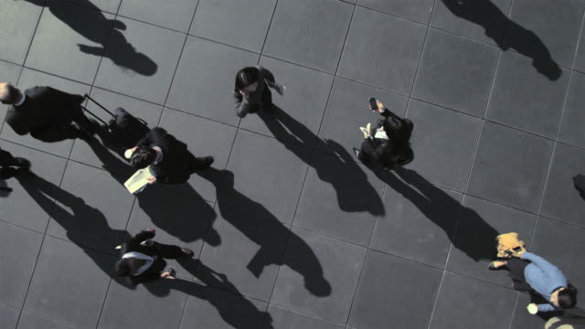 elevated view of businesspeople walking, time lapse - esposizione lunga video stock e b–roll