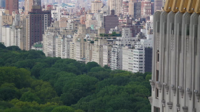 vidéos et rushes de vue de central park et ajoining immeubles. - central park manhattan