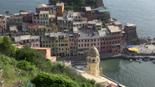 TU / Elevated view of italian village Vernazza at the mediterranean sea