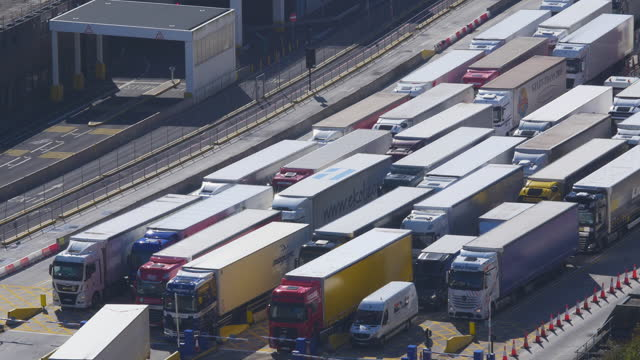 elevated view of lorries arriving at the port of dover frontier control. - finance and economy stock videos & royalty-free footage