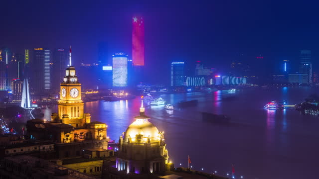 elevated view of shanghai old architecture custom house and huangpu river nightscape transition - 東方明珠塔点の映像素材/bロール