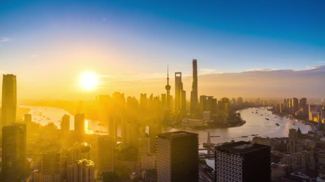 20161011f elevated view of shanghai urban city and huangpu river sunrise transition - ms fc - 東方明珠塔点の映像素材/bロール
