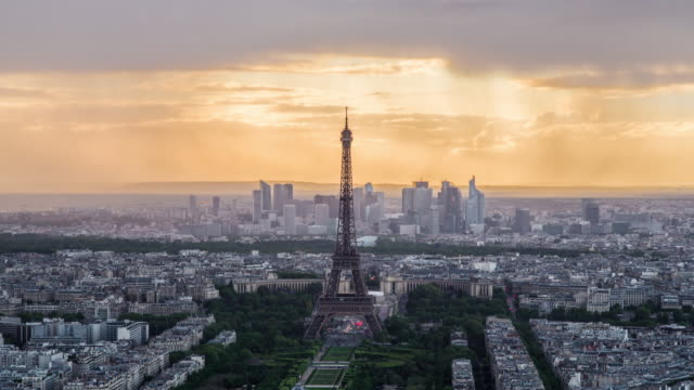 elevated view of the eiffel tower, city skyline and la defence skyscrapper district in the distance, paris, france, europe - time lapse - eiffelturm stock-videos und b-roll-filmmaterial