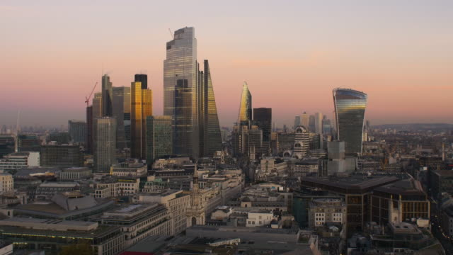 elevated view of the financial district of the city of london at dusk. - central london stock videos & royalty-free footage