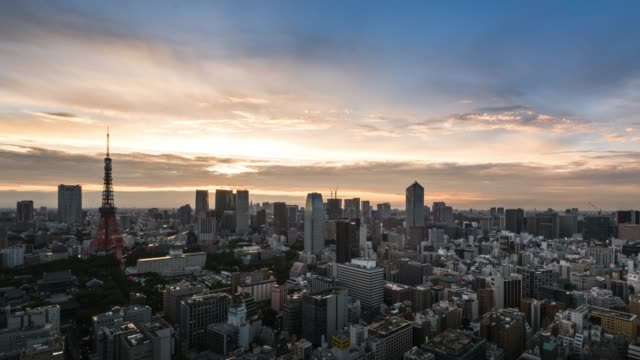 t/l ws ha zo elevated view of tokyo urban sunset skyline during rush hour from dusk to night - long exposure点の映像素材/bロール