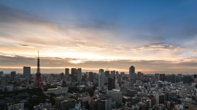 t/l ws ha td elevated view of tokyo urban sunset skyline during rush hour from dusk to night - weitwinkelaufnahme stock-videos und b-roll-filmmaterial