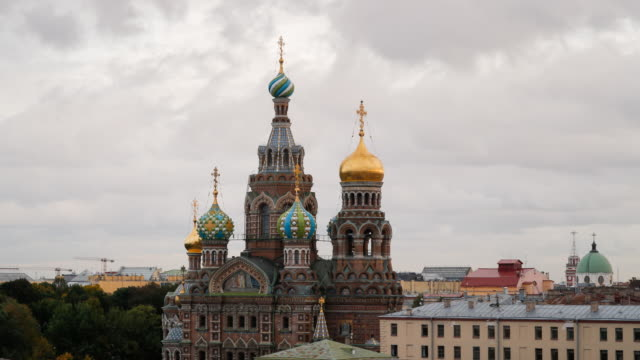 elevated view over the domes of the church of the saviour on spilled blood, saint petersburg, russia - st. petersburg russia stock videos & royalty-free footage