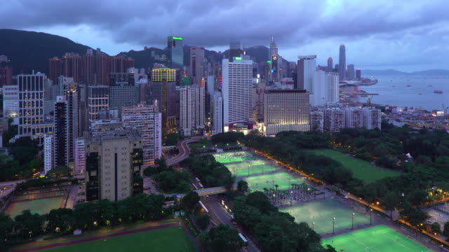 vidéos et rushes de elevated view, victoria park and central district of hong kong island, hong kong, china - baie eau