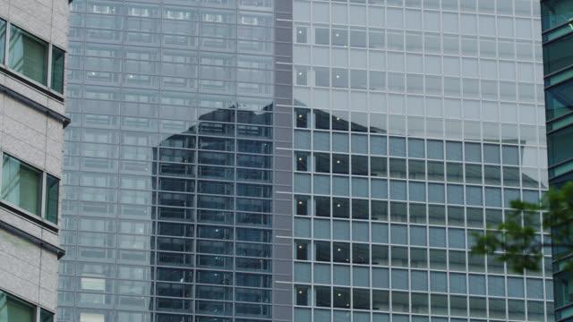 stockvideo's en b-roll-footage met ms elevators in office building in shiodome / tokyo, tokyo-to, japan - establishing shot