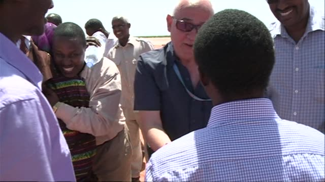 vídeos y material grabado en eventos de stock de eleven crewmen held hostage by somali pirates for more than three years have finally been released - el cuerno de áfrica