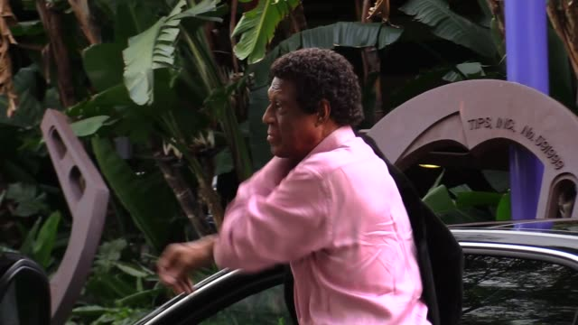 Elgin Baylor arrives for the Lakers Vs Oklahoma City Thunder Game at Staples Center in Los Angeles in Celebrity Sightings in Los Angeles