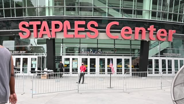 eligible voters cast their ballots on national early vote day on october 24 2020 at the staples center in los angeles - staples centre stock videos & royalty-free footage
