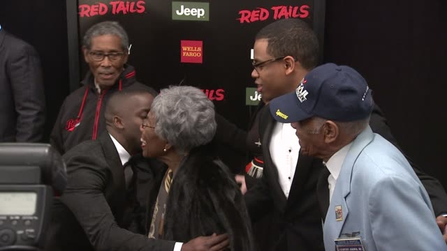 elijah kelly nancy colon david oyelowo and tuskegee airmen at red tails premiere red carpet new york ny united states - tuskegee airmen stock-videos und b-roll-filmmaterial