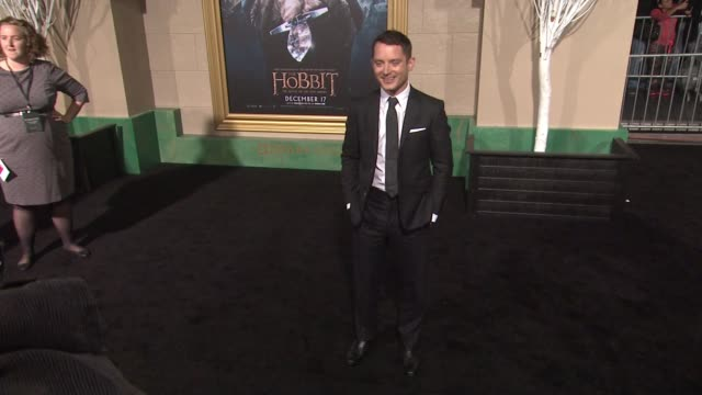 "elijah wood at ""the hobbit: the battle of the five armies"" los angeles premiere at dolby theatre on december 09, 2014 in hollywood, california. - the hobbit: the battle of the five armies stock videos & royalty-free footage"