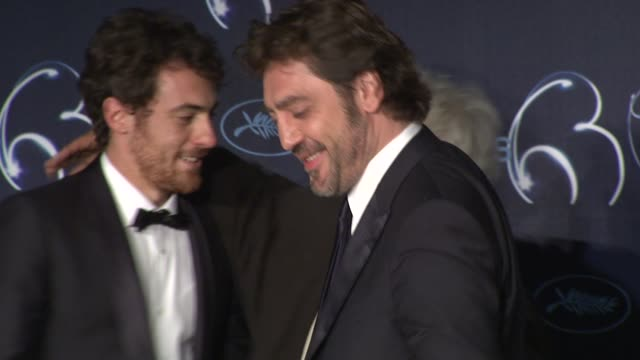 elio germano and javier bardem at the palme d'or press conference cannes film festival 2010 at cannes - javier bardem stock-videos und b-roll-filmmaterial