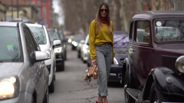 stockvideo's en b-roll-footage met elisa taviti is seen during milan fashion week fall/winter 2018/19 on february 25 2018 in milan italy - week
