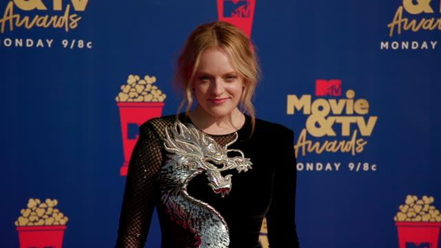 stockvideo's en b-roll-footage met motion elisabeth moss at the 2019 mtv movie tv awards at barkar hangar on june 15 2019 in santa monica california - mtv