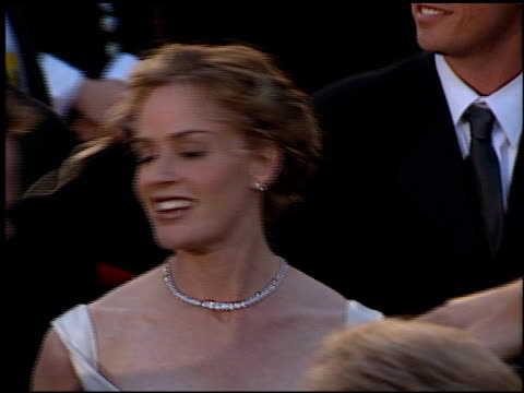 elisabeth shue at the 1996 academy awards arrivals at the shrine auditorium in los angeles, california on march 25, 1996. - 第68回アカデミー賞点の映像素材/bロール