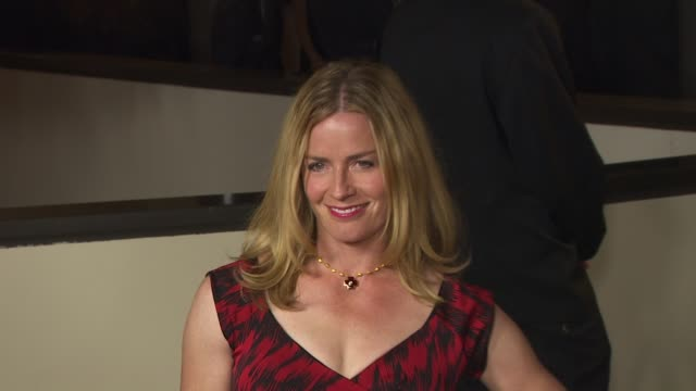 vidéos et rushes de elisabeth shue at the 63rd annual directors guild of america awards at hollywood ca. - elisabeth shue