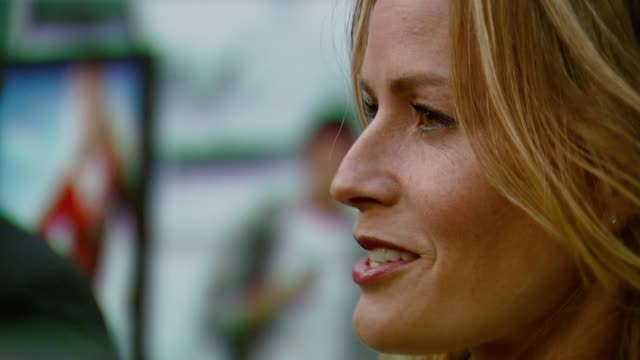 elisabeth shue at the 'gracie' premiere at arclight hollywood in hollywood, california on may 23, 2007. - elisabeth shue stock videos & royalty-free footage
