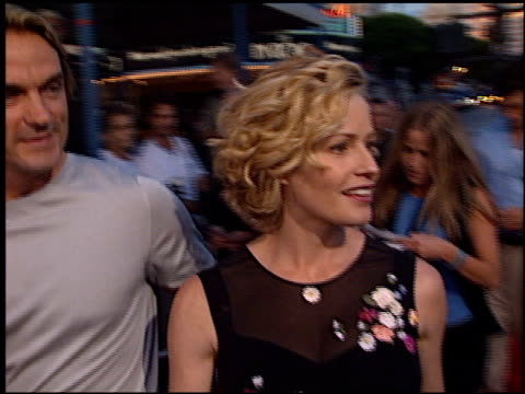 elisabeth shue at the 'hollow man' premiere on august 2, 2000. - elisabeth shue stock videos & royalty-free footage