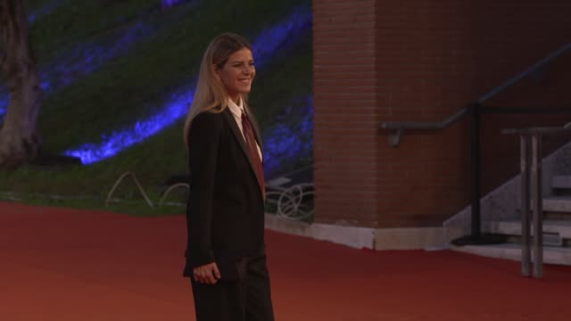 "elisabetta pellini arrives on the red carpet ahead of the ""cosa sara'"" screening during the 15th rome film fest on october 24, 2020 in rome, italy. - rome film festival点の映像素材/bロール"