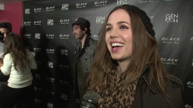 stockvideo's en b-roll-footage met eliza dushku on attending tonight's event, on what message she would like to send to barack obama on what her first love smelled like. at the 2009... - sundance film festival