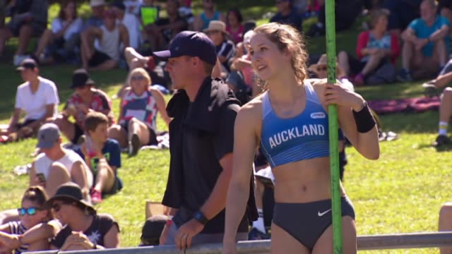 Eliza McCartney competing in the New Zealand Track and Field Championships