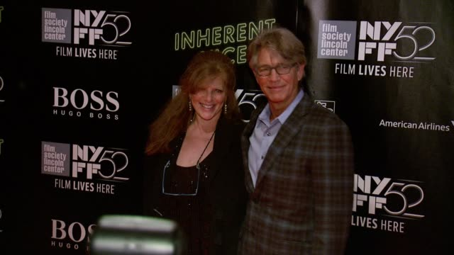 vidéos et rushes de eliza roberts and eric roberts at 52nd new york film festival inherent vice centerpiece gala presentation world premiere at alice tully hall lincoln... - eric roberts