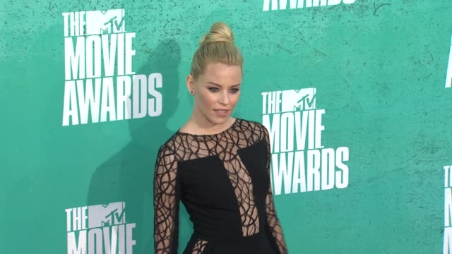 elizabeth banks at 2012 mtv movie awards - arrivals at gibson amphitheatre on june 03, 2012 in universal city, california - gibson amphitheatre stock-videos und b-roll-filmmaterial