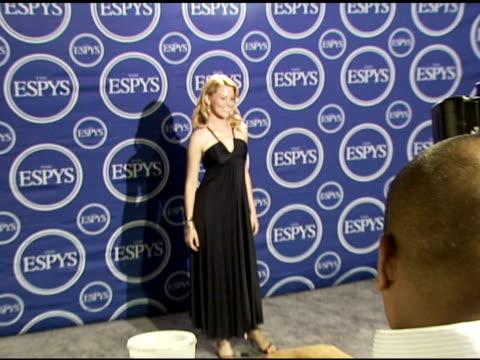 vídeos y material grabado en eventos de stock de elizabeth banks at the 2006 espy awards press room at the kodak theatre in hollywood, california on july 12, 2006. - premios espy