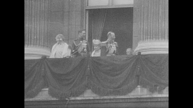 elizabeth bowes-lyon; prince albert, duke of york; queen mary; and george v on the balcony of buckingham palace / hazy view of crowd and carriage... - ruler stock videos & royalty-free footage